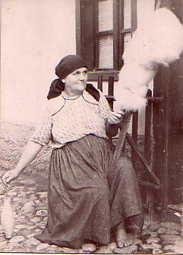 Femeie torcând Fotografie din 1945
