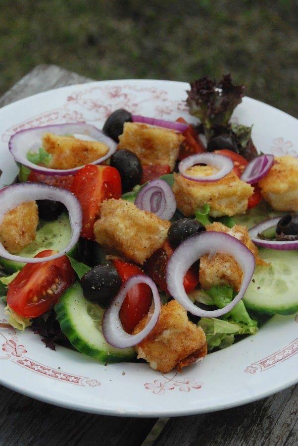 Grekisk sallad med panerad fetaost