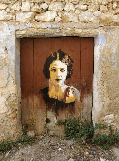 Portas...  &  #StreetArt - Rostos - #peloMundoafora