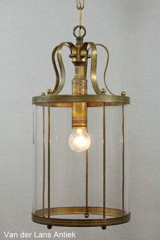 Klassieke lantaarn 26267 bij Van der Lans Antiek. Meer antieke lampen op…