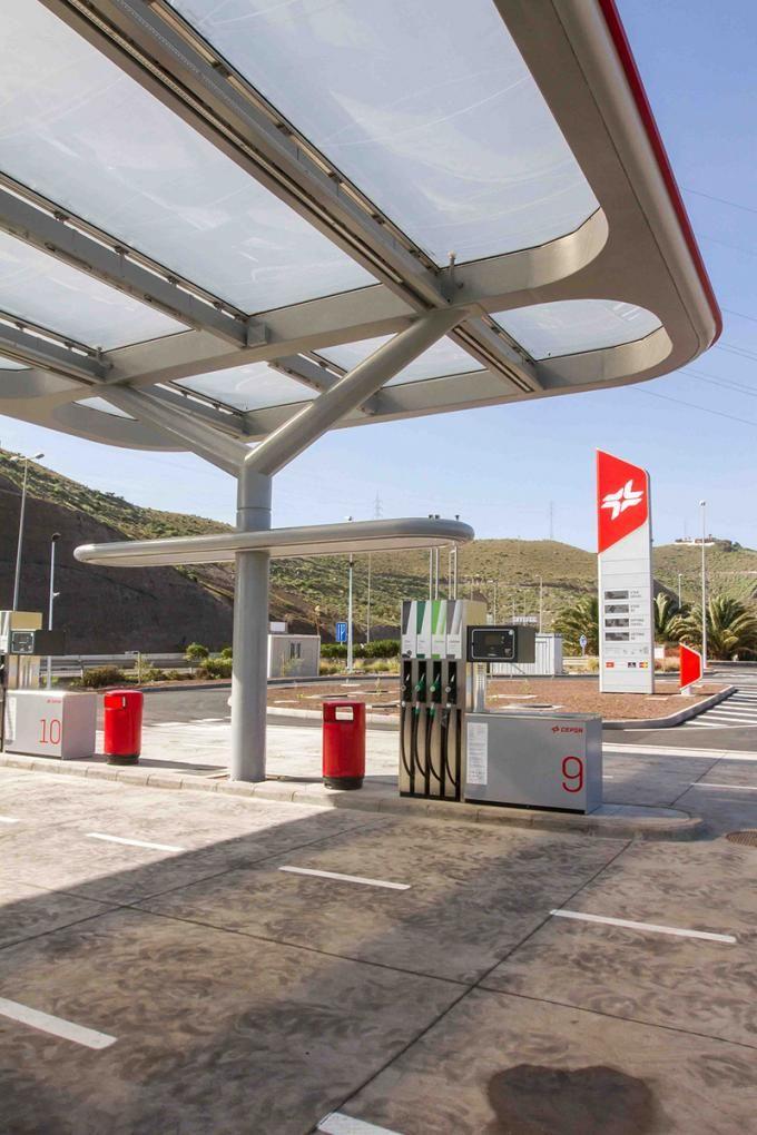 Nueva estación de servicio de CEPSA por Saffron, Tangerine y M+P arquitectos. Photography @ Montse Zamorano. Courtesy of CEPSA.