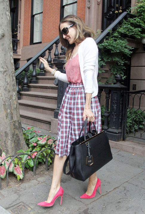 Sarah Jessica Parker is working the plaid.  Get the look for less.Handbags Design, Celebrities Style, Blog Call, Business Fashion, Fendi 2Jours, Fashion Blog, Sarah Jessica Parker, 2Jours Bags, Call Handbags