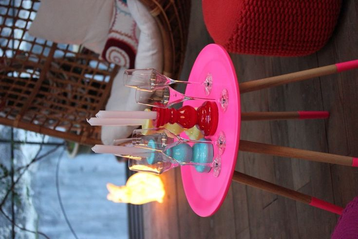 FLy_France-Soiree-35ans-table_TROC-Neon-Fluo-rose-Fauteuil_suspendu-pouf_maille-Needle