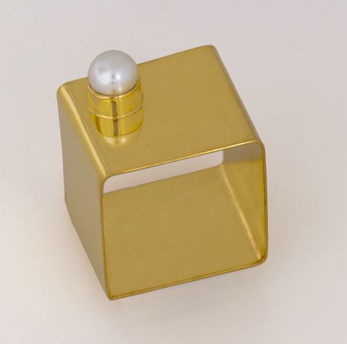 Melio Jewels ~ goldplated silver cube ring , pearl  #ring #goldplated #cube #pearl #elegant #fashion #melio_jewels