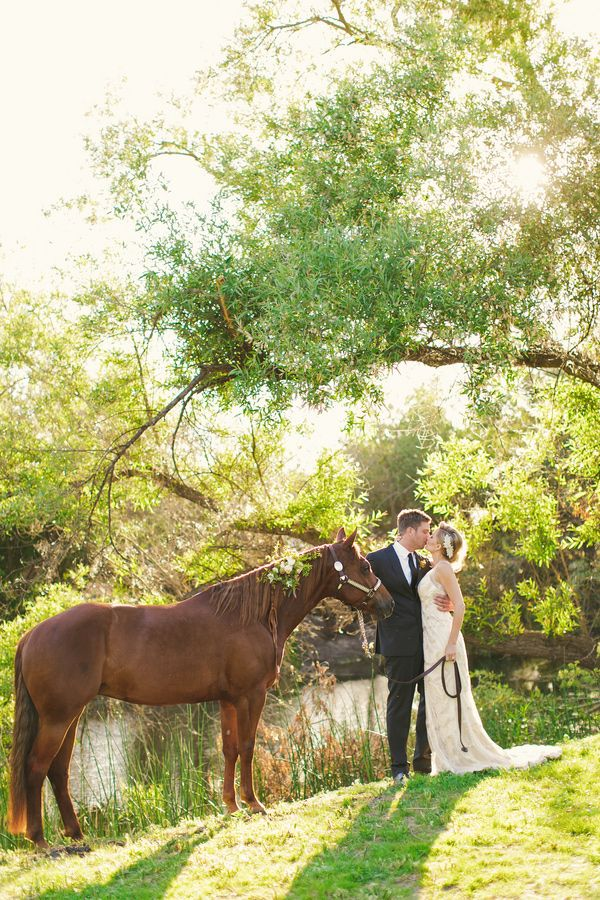 ranch wedding ideas // photo by Cameron Ingalls // view more: http://ruffledblog.com/equestrian-inspired-wedding-ideas