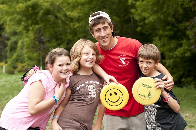 Play on a frisbee team this summer at the Wasaga Beach YMCA summer camp!