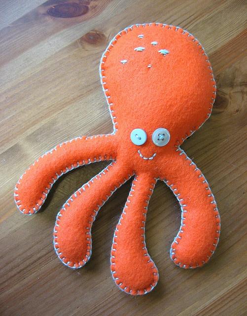 Felt octopus - toy for tina?
