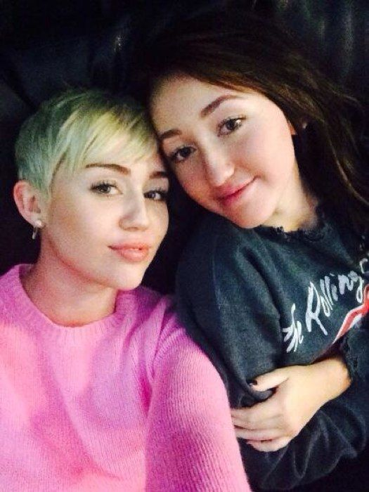 Miley Cyrus and Noah Cyrus super cute sister selfie!