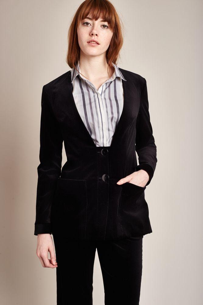 Blazer en velours deux boutons de Outfit Format. Idéal pour le travail, tout en douceur !