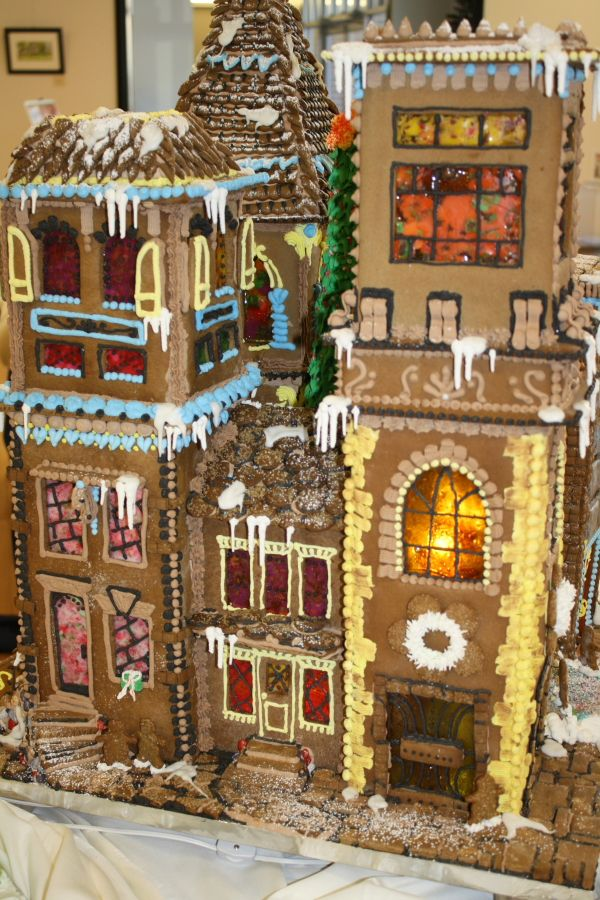Your first stop might be Gettysburg's Majestic Theater, where the largest 2011 gingerbread entry has taken up residence. Description from gettysburgfestival.wordpress.com. I searched for this on bing.com/images