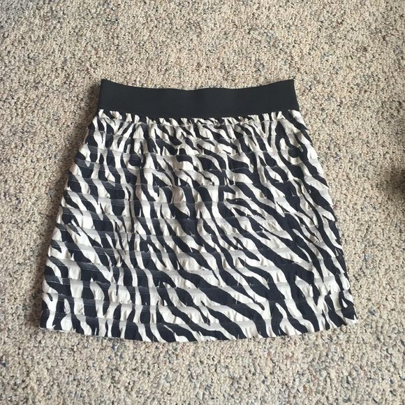 ZEBRA PRINT SKIRT ZEBRA PRINT SKIRT. SIZE MED (but I was always a small and it fit me). ELASTIC WAIST BAND WHICH MEANS IT WILL FIT GIRLS OF ALL SHAPES AND SIZES. Skirt was short on me but I am 5'3 and I was wearing heels in the photo above. Skirts Mini