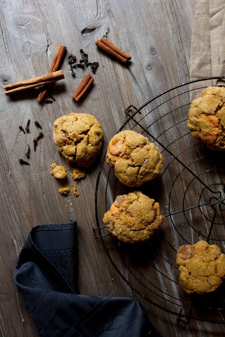 Ich finde es Wahnsinn, wie viel Freude Foodblogger an Halloween haben. Seit Tagen, ach, Wochen werden Friedhofs-Torten, Hexen-Muffins und Gespenster-Cupcakes gepostet, dass es einem vor lauter Süßk…