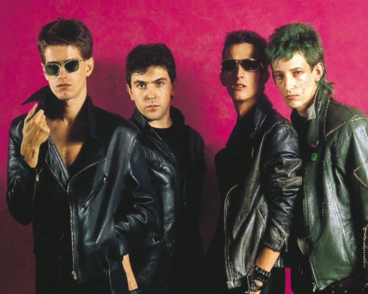Radio Futura fue un grupo de rock español de los años 80 y 90.  Formado por Santiago Auserón, Luis Auserón y Enrique Sierra. Se disolvió en 1992.
