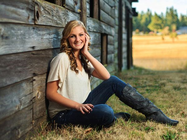 Outside Senior Picture Ideas for Girls | 35 Astounding Senior Picture Ideas - SloDive