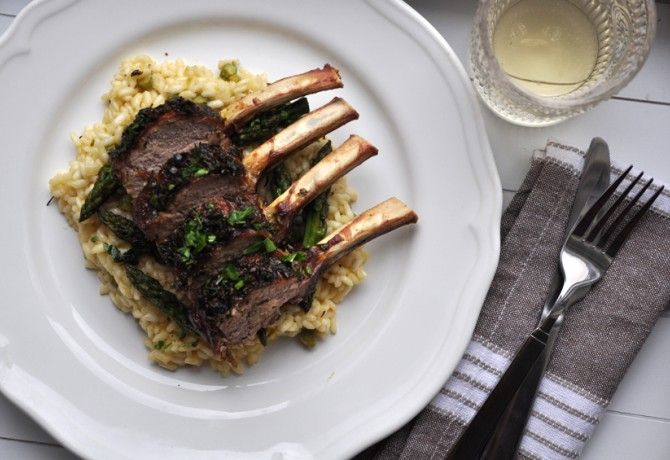 Zöldfűszeres borjúborda spárgarizottóval: http://www.nosalty.hu/recept/zoldfuszeres-borjuborda-spargarizottoval