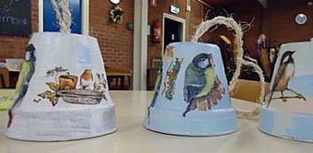 De immer populaire mezenpot maken om vogels te voeren.