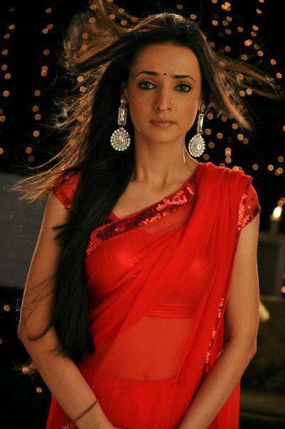 Sanaya Irani in red saree
