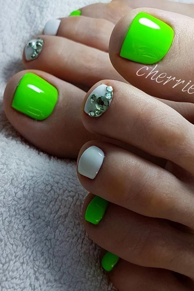 Charming Toe Nails Designs picture 4