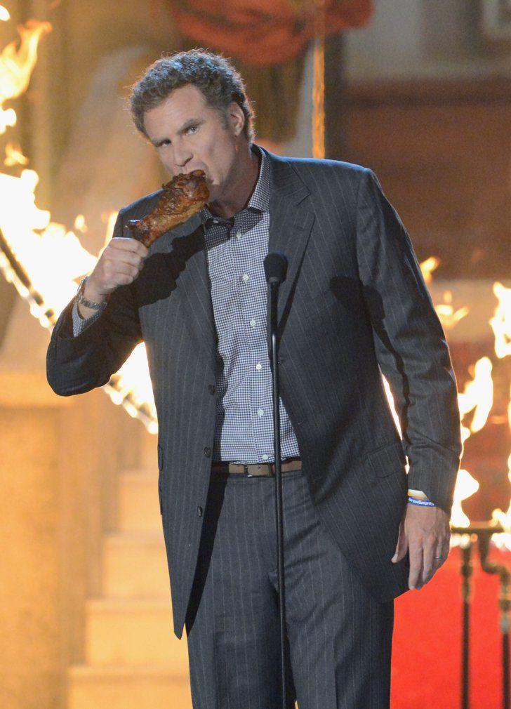 Pin for Later: Revivez les meilleurs moments des Best Guys Choice Awards !  Will Ferrell a mangé une cuisse de poulet sur scène aux Guys Choice Awards en 2012.