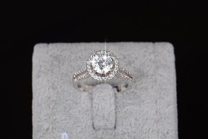 Affordable Engagement Ring Top Gifts for Women
