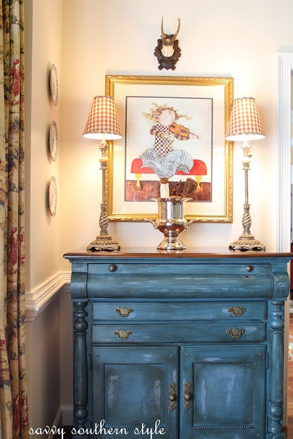 Annie Sloan Chalk Paint in Aubusson Blue.