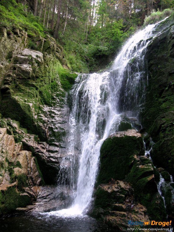 Zapraszamy na największy wodospad Karkonoszy - Wodospad Kamieńczyka. Zobaczcie wodę spadającą z 27 metrów. A czy warto przyjechać tu zimą? Pewnie!