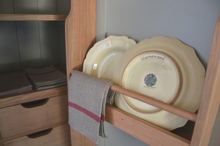 Larder -- Dispensa Pleasant Hill Shaker Kitchen by Homewood Bespoke: la vera cucina in stile Shaker --- Homewood Bespoke Kitchens and Cabinets, progettazione e produzione sartoriale artigianale bespoke di cucine e arredi su misura --- www.homewood.it #Cucine #Cucina #Arredamento #Shaker #Shakerkitchen #larder #dispensa www.homewood.it