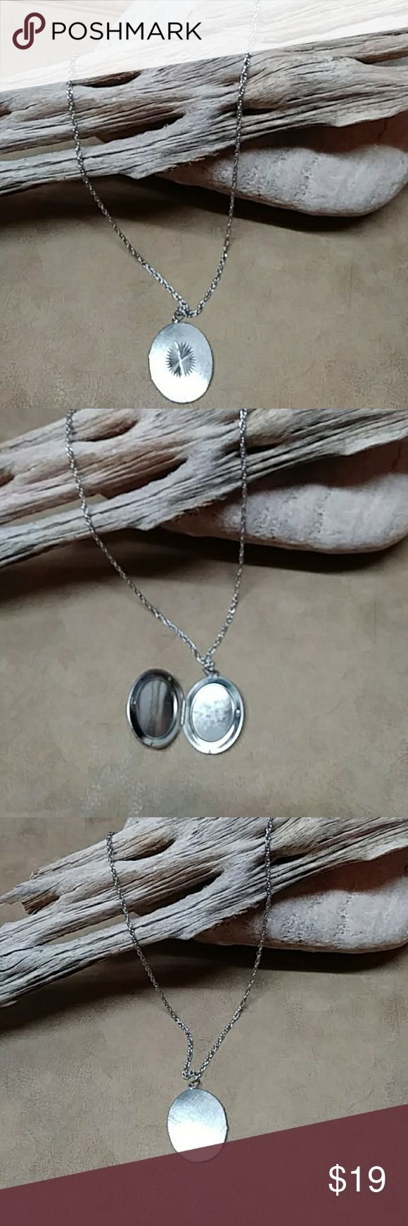 "Vintage 24 3/4"" Silver Locket Necklace Very cool necklace with working locket. Excellent condition. I like it especially because it can be dressed up OR down. Super cute! Jewelry Necklaces"