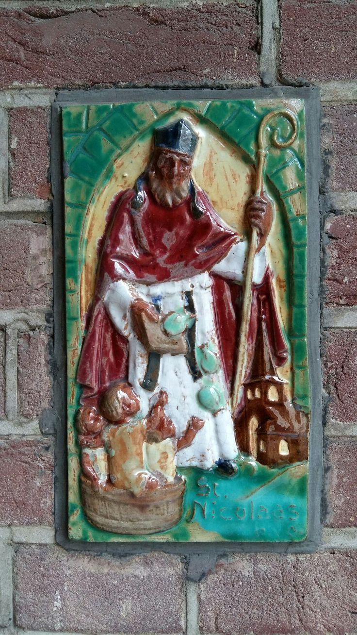 Sint Nicolaas gevelsteen te Valkenburg.