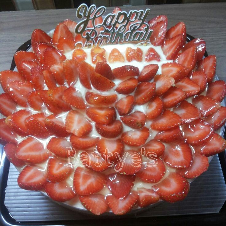 Very strawberry cheesecake made by me @BATTYESDESSERTS