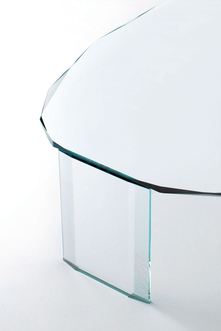 KOOH I NOOR Design: Piero Lissoni   Low Tables With Ovaloide Shape,  Realized In Mm. 15 Thick Transparent Extralight Glass.