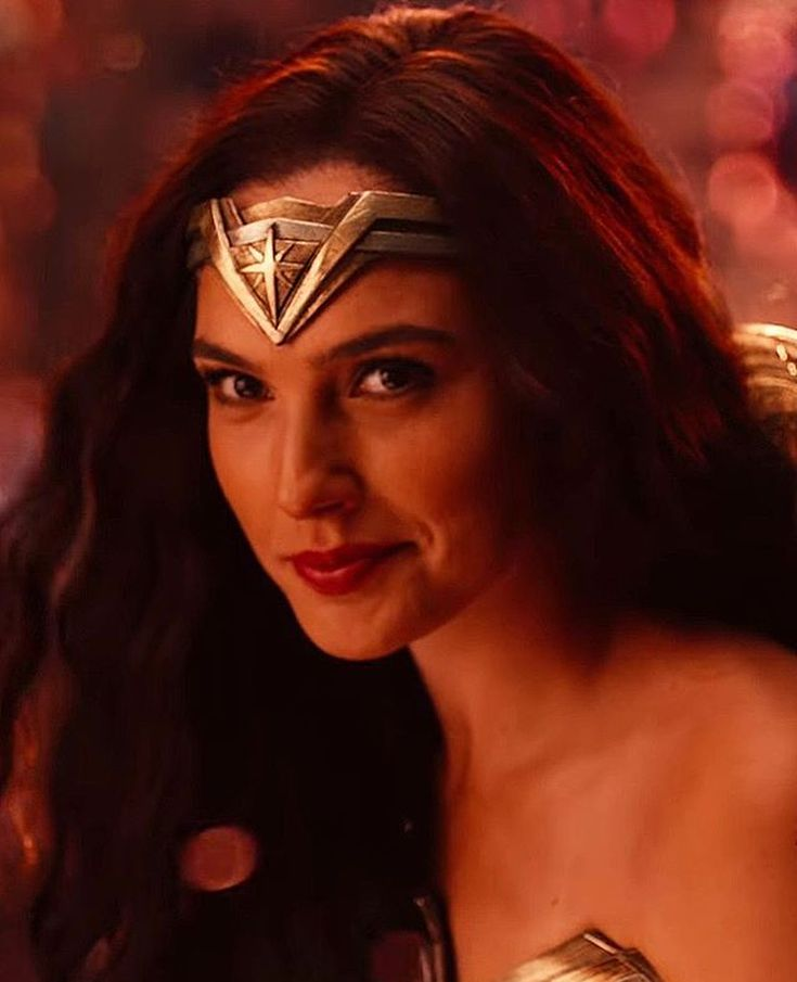 "4,216 Me gusta, 40 comentarios - Gal Gadot (@galggadot) en Instagram: ""The new Justice League trailer was so good  #galgadot"""