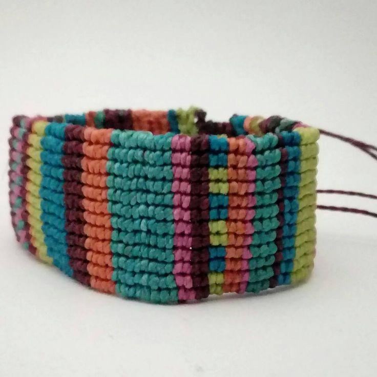 Summer colors while we wait for this cold winter to leave ❄ #macramebracelet #handmadejewellery #sanpedrodeatacama #madeinchile #summercolors #handcrafted #handmadebracelet #supportthemakers #andeandesign