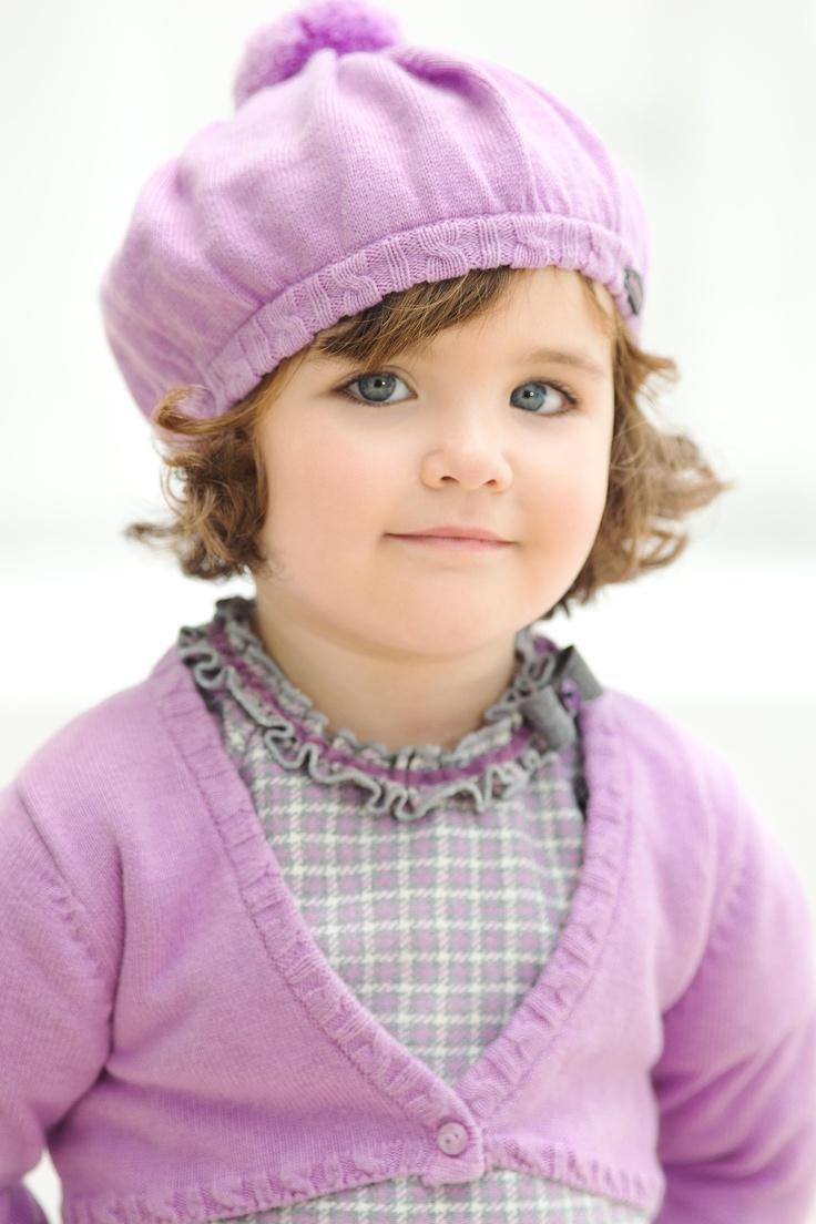 Botiicelli Niña,amplio abánico de colores malvas, como puede ser el berenjena, morado y tonos grises. Destacan los rombos para el niño y la pata de gallo para la niña. Tutto Piccolo