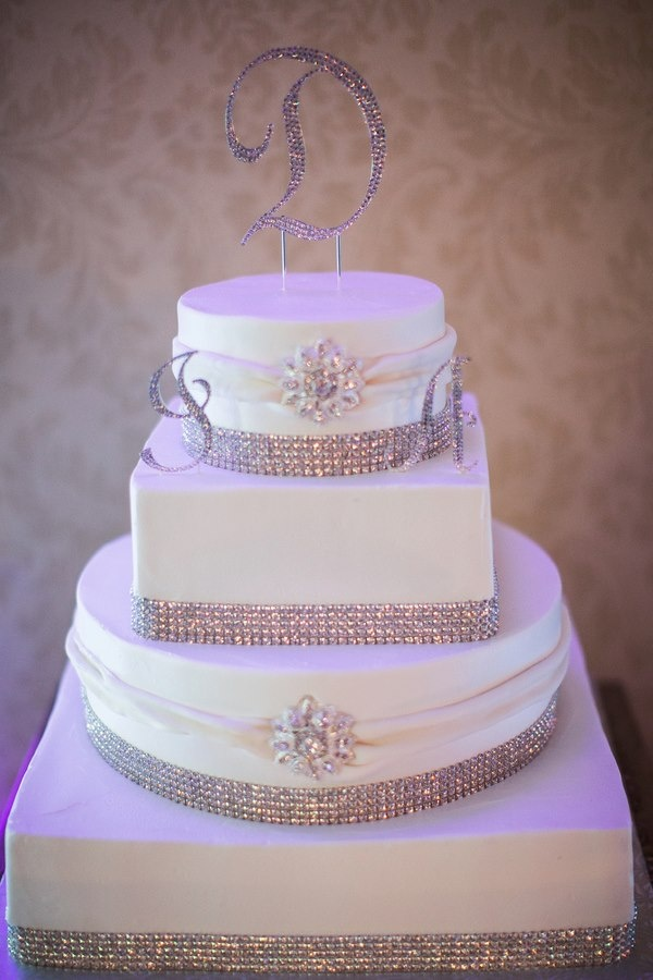 Bling Wedding Cake This Girl Is Getting Married April 25 20