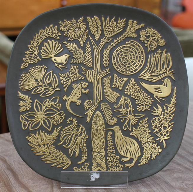 crown lynn //commemorative plate