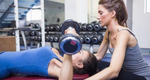Programme spécial femme pour entrainer tout le corps avec des haltères