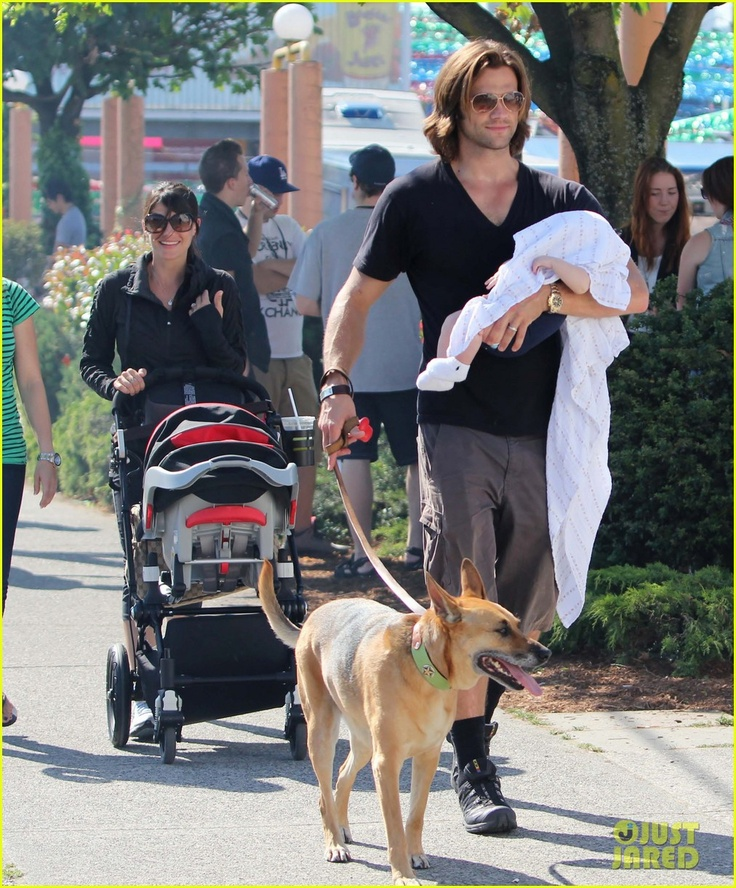 The whole family out Jared Padalecki - 290.9KB