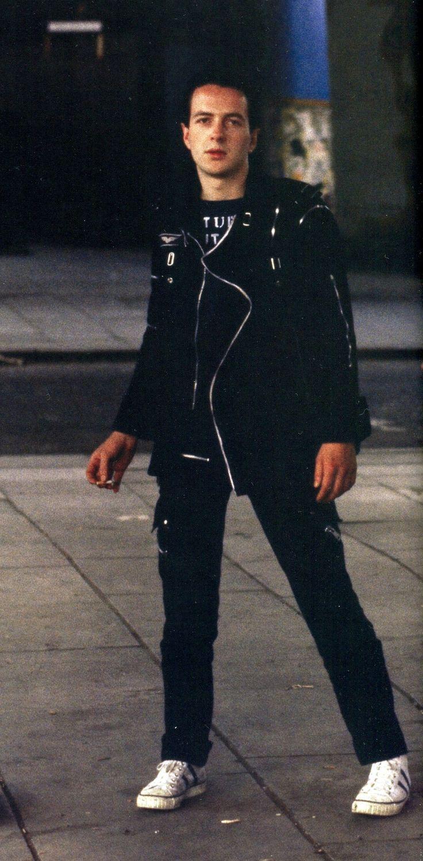 Joe Strummer looking great #TheClash
