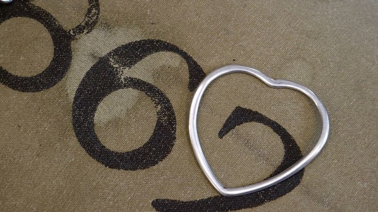 Hops!! Shoes - Scarpe e accessori dallo stile unico - Bracciale rigido in argento - bracciale a forma di cuore - silver bracelet - heart - rigid bracelet
