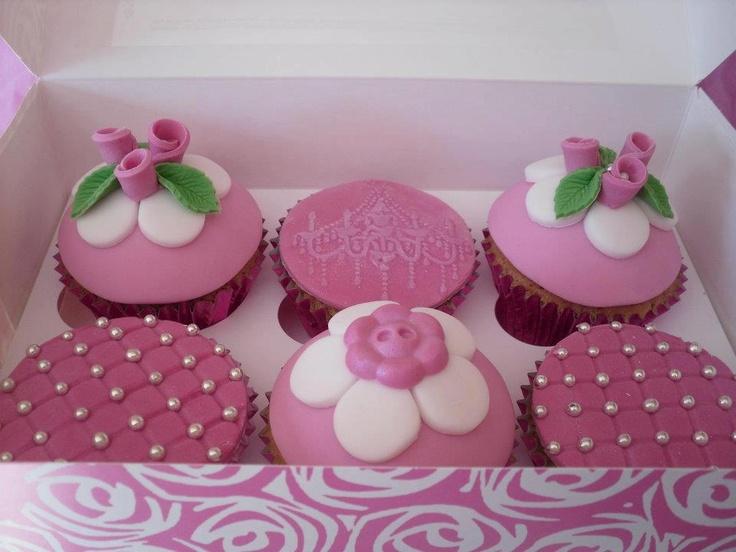 die besten 25 kindercupcakes ideen auf pinterest lustige cupcakes kindergeburtstagscupcakes. Black Bedroom Furniture Sets. Home Design Ideas