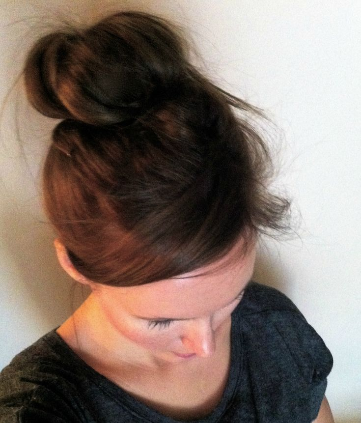 How to get a perfect, natural looking messy sock bun in 2 minutes. Perfect for busy moms!