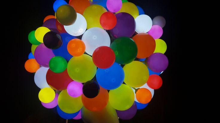 Una compra de una bombilla LED con 50.000 horas de energía es mucho más rentable que comprar 50 bombillas incandescentes aunque tengan la misma potencia.