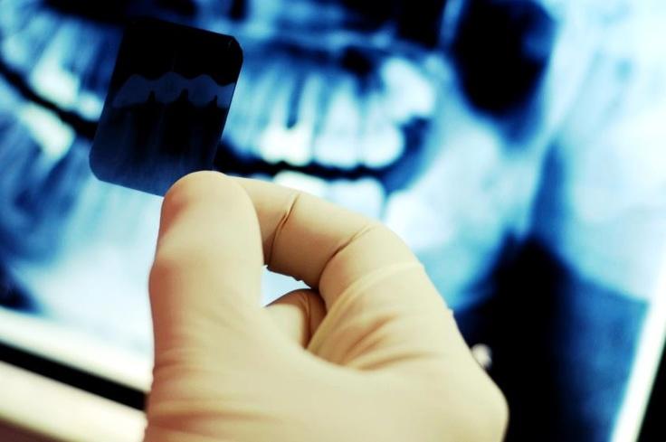 Radiologie de înaltă performanță în siguranță deplină    Începând cu data de 15.07.2012 avem o investigație nouă în Departamentul de Imagistică Medicală și anume tomografia computerizată dentară.    Pentru detalii despre tomografia dentară computerizată, contactați-ne la:  e-mail: callcenter@academica-medical.ro  telefon: 0212021202