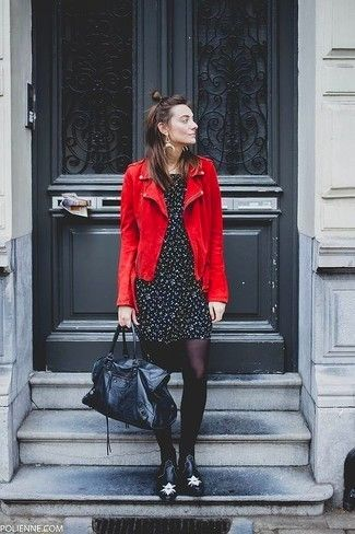 5330b0beb3 Cómo combinar  chaqueta motera de ante roja