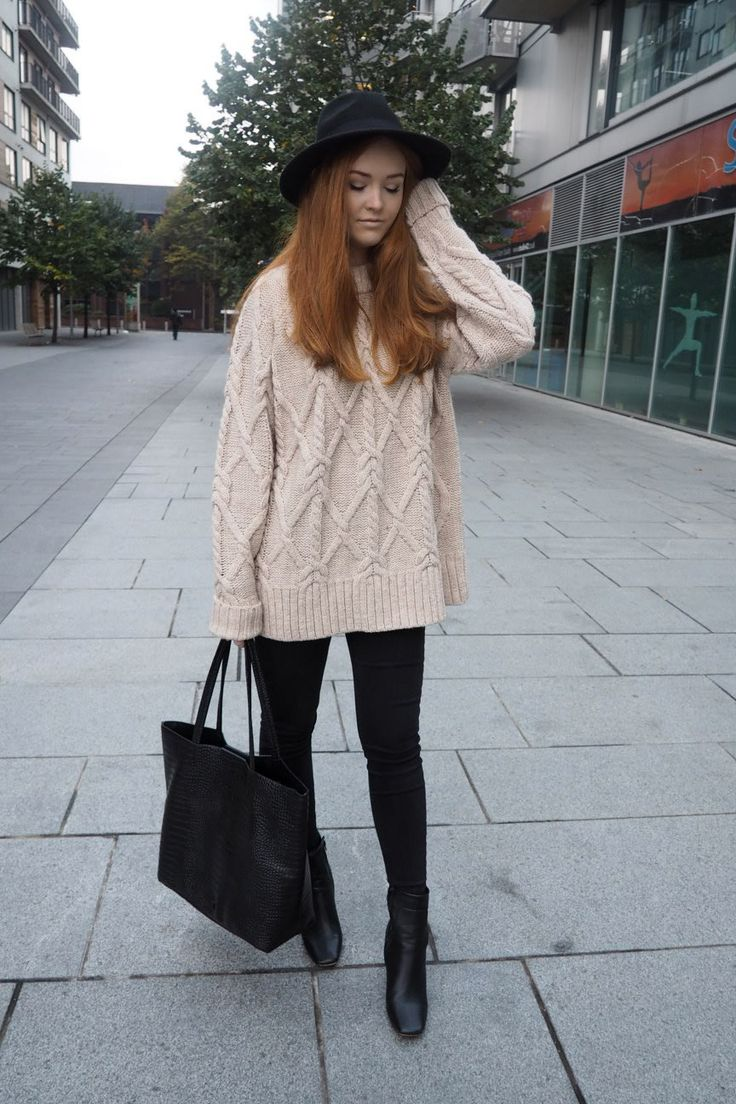 Oversized cable knits and black ankle boots <3