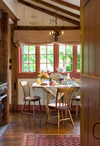 Country kitchen love the window treatments and pineapple for Country style kitchen blinds