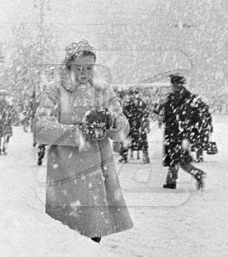 Московские улицы во время снегопада. 01.02.1964.-  Moscow streets during a snowfall . 01.02.1964 .