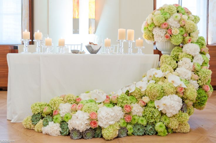 Sophisticated flower cascade composition, white and green hydrangea, austin rose