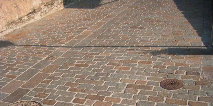 Italian Porphyry stone in free length cobbles